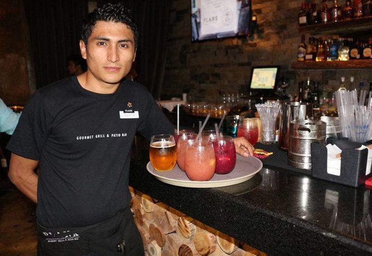 Los bares y discotecas han comenzado a lanzar convocatorias para contratar mano de obra. (Adrián Barreto/SIPSE)