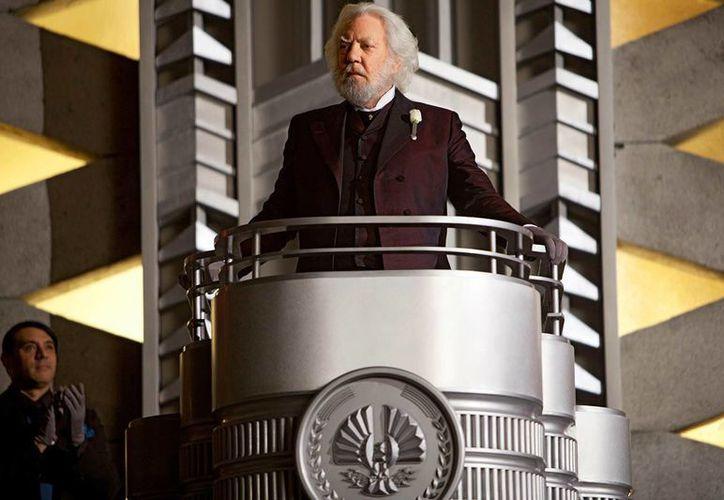 El actor canadiense Donald Sutherland cumple 80 años. En la foto, en una escena de 'Los Juegos del Hambre', cuya cuarta parte está por estrenarse. (cinedor.com)