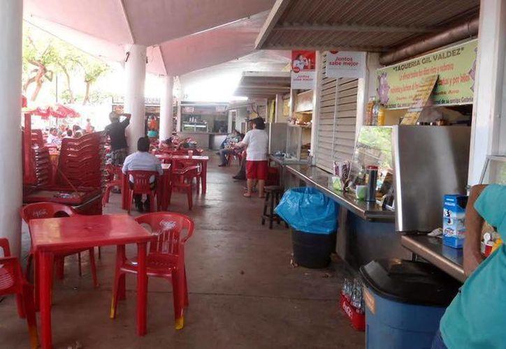 Locatarios indican que es una tradición comer en el mercado de Santa Ana. (Milenio Novedades)