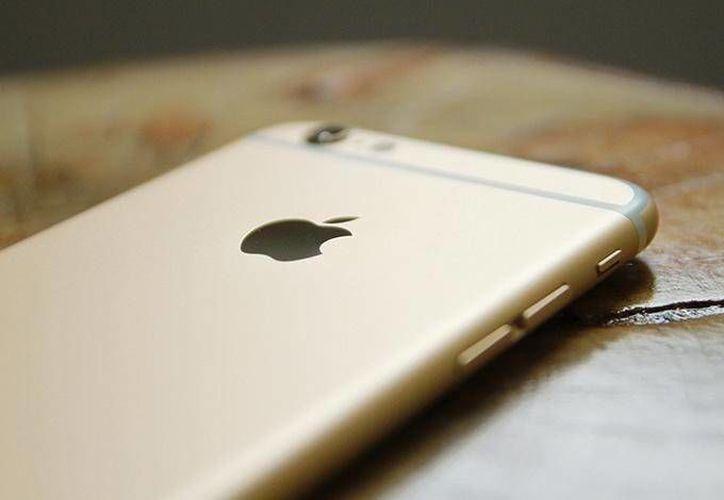 Varias filtraciones han mostrado algunas de las modificaciones que traería la siguiente generación de iPhone, como la desaparición del botón de inicio. (Dinero en Imagen)