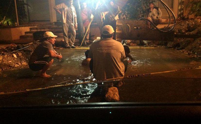 Se instaló una válvula de 12 cm para frenar la gran fuga de agua en la avenida Colón. (SIPSE)
