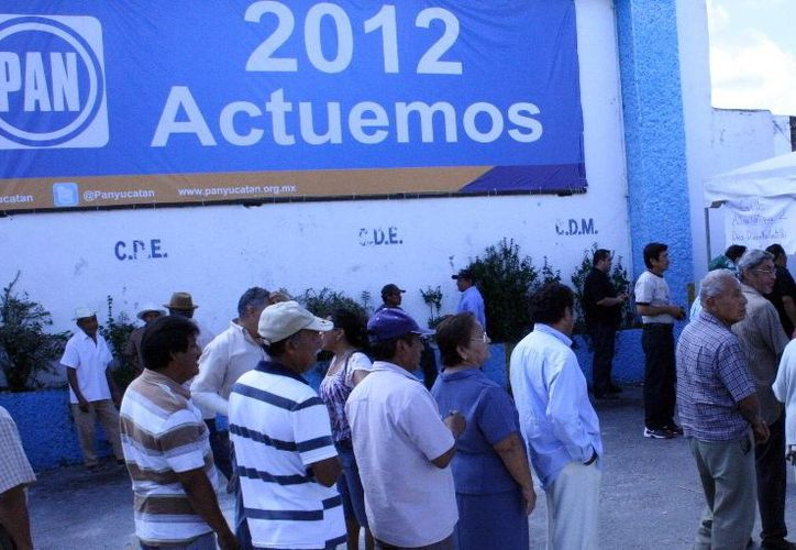 Sólo el 45 por ciento del padrón electoral ratificó sus ligas con el PAN. (Milenio Novedades)