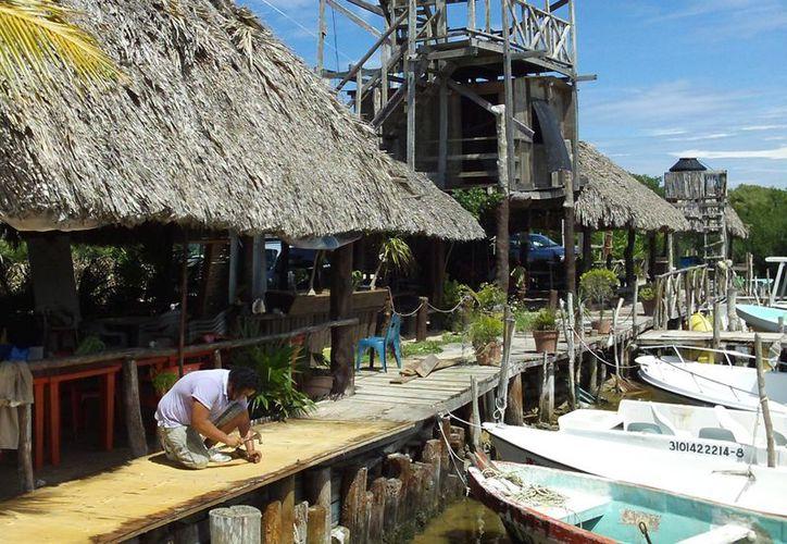 El ecoturismo podría ser una alternativa para la sobrevivencia de los pescadores. (Manuel Pool / SIPSE)