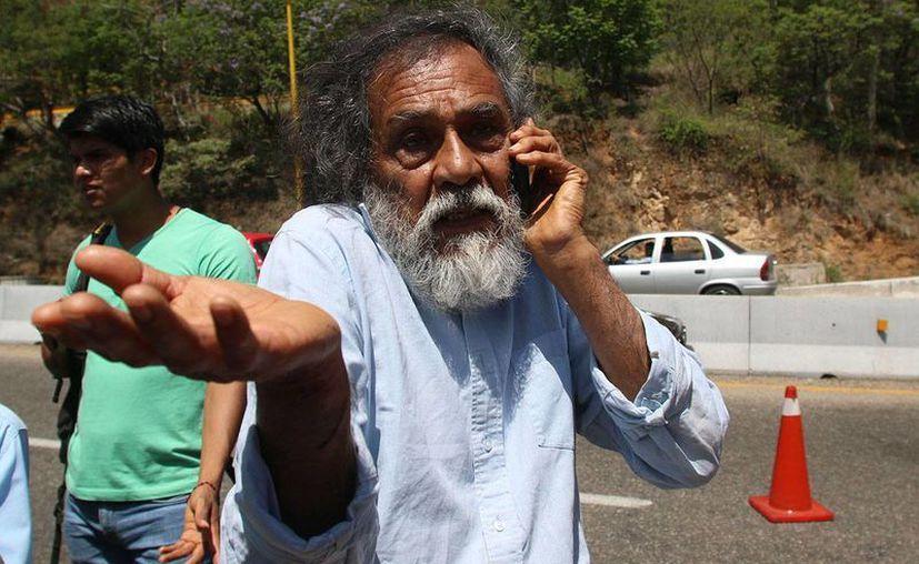 El pintor oaxaqueño Francisco Toledo critica al gobierno mexicano y a los maestros y dice que una intervención policial añadiría más descontentos a las protestas. (proceso.com.mx)