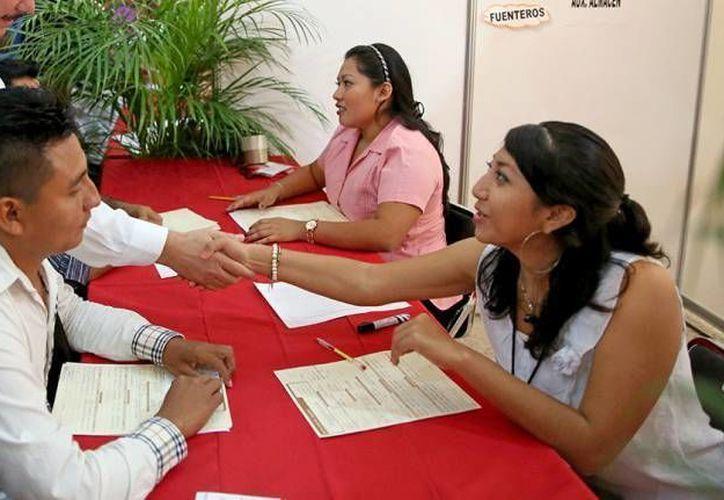 En Yucatán, siete de cada 10 empresas no han podido cubrir vacantes porque los candidatos no tienen conocimiento sobre trabajo en equipo, liderazgo e inteligencia, aseguran consultores. (Archivo/ Milenio Novedades)
