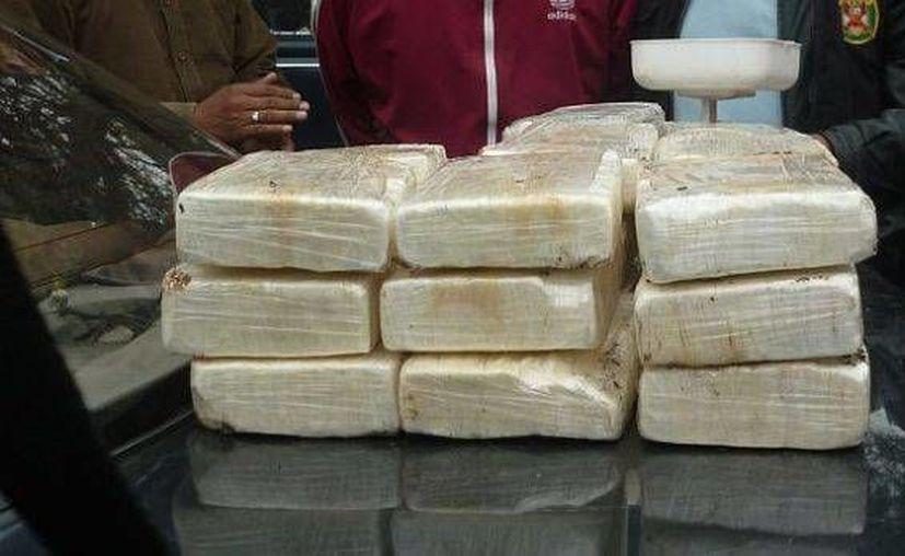 La cocaína en forma de ladrillos estaba colocada dentro de 17 maletines deportivos. (Foto de referencia: elcomercio.pe)