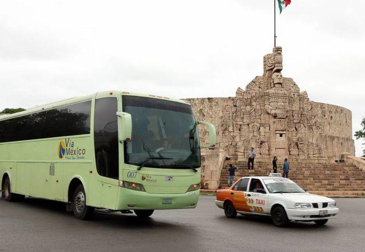 Empresas y profesionales en la industria turística de Campeche, Tabasco, Chiapas, Yucatán y Quintana Roo llegarán para capacitarse en el servicio al turista. Imagen de contexto del Monumento a la Patria en el Paseo Montejo de Mérida. (Milenio Novedades)