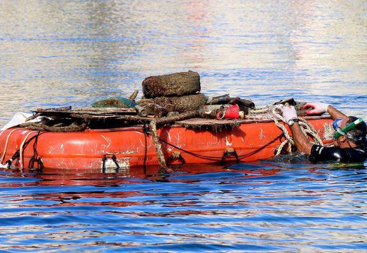Los materiales fueron sacados del fondo marino del Banco Playa o Puerto de Abrigo pesan alrededor de 450 kilogramos. (Redacción/SIPSE)