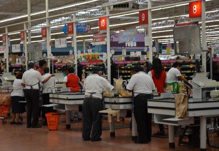 Más de la mitad, 57 mil 506 trabajadores, desempeña actividades en el sector de servicios. (Gerardo Amaro/SIPSE)