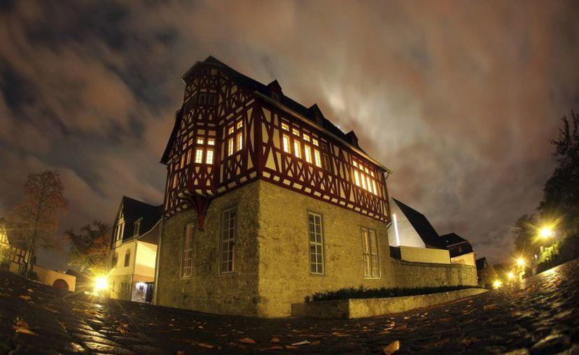 Fachada de la nueva residencia, aún en obras, del obispo de Limburg, Terbatz-van Elst, en Limburg, Alemania. (EFE)