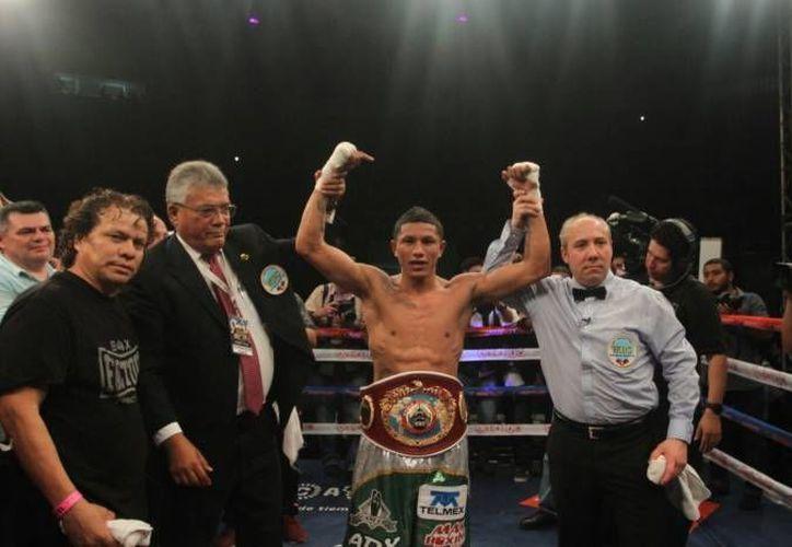 Román 'Rocky' Martínez se había comprometido a unificar los campeonatos en un combate contra 'Alacrán' Berchelt (en la foto). (Amílcar Rodríguez/Milenio Novedades)