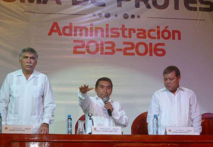 Luciano Sima Cab se comprometió ante la sociedad de hacer cumplir la ley que rige a los municipios. (Raúl Balam/SIPSE)