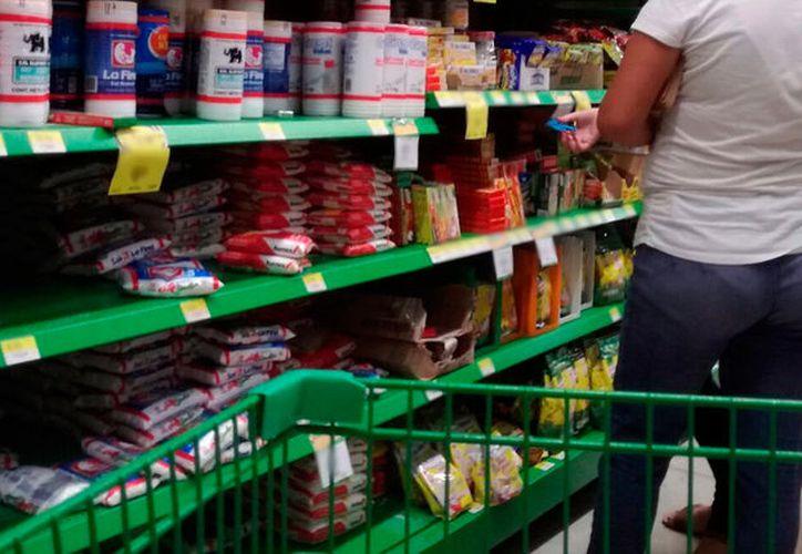 """El robo """"hormiga"""" impacta severamente en el comercio de Yucatán: según la Canacome, 69 mdp se perdieron entre enero y abril de 2017. (José Acosta/SIPSE)"""