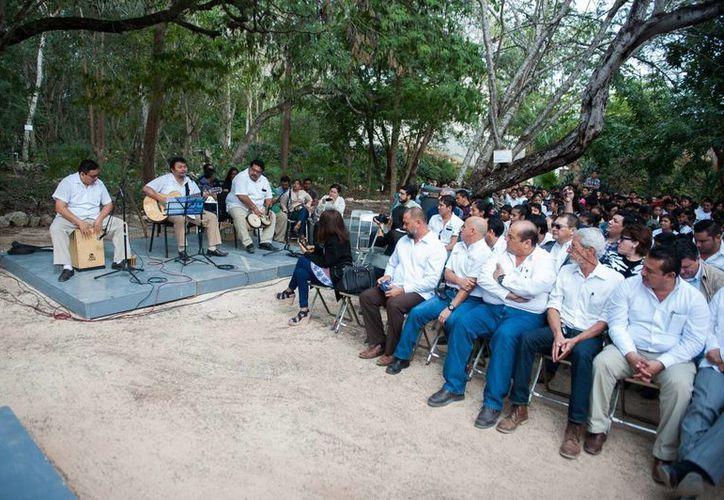 Como parte de la celebración por el Día Mundial de la Educación Ambiental, en el Parque Yumtsil el grupo musical Cielo interpretó 'Mi árbol y yo' y '¿Dónde jugarán los niños?'. (Foto cortesía del Gobierno de Yucatán)