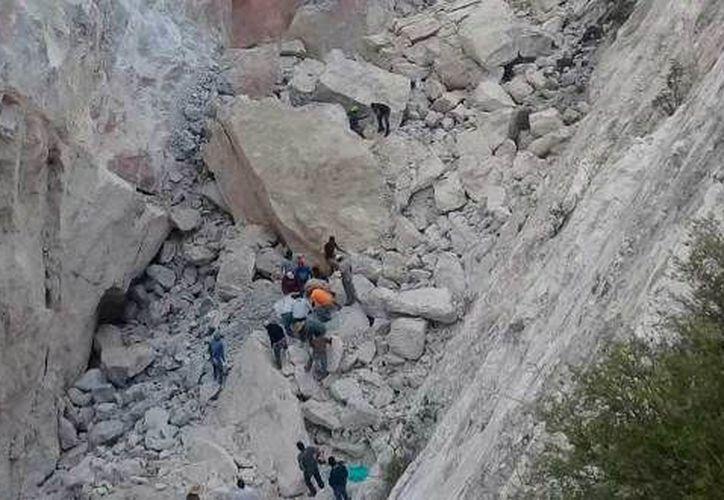 Los mineros quedaron atrapados en un vehículo. (Criterio Hidalgo)