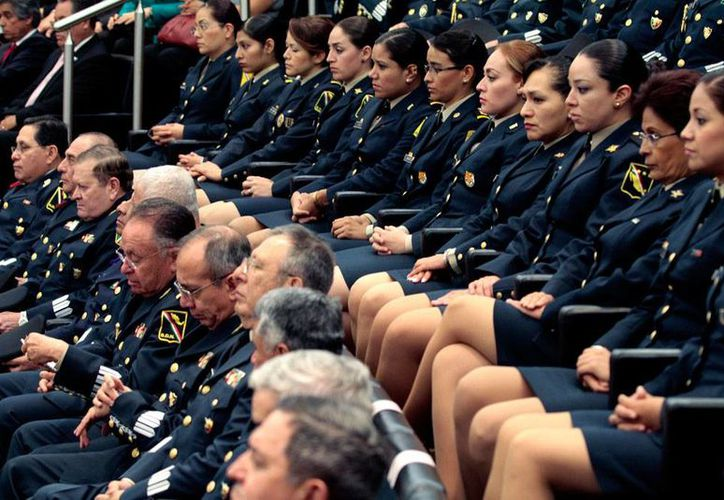 """Si bien en el Ejército y la Armada se han abierto a mujeres carreras que antes eran exclusivas para varones, la Ley del Servicio Militar contiene  señalamientos que constituyen una """"práctica sexista"""". Foto de contexto. (Archivo/Notimex)"""