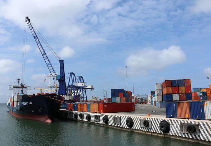 Mario Can Marín, titular de Canacintra, consideró que el resurgimiento económico de Cuba será meramente comercial y no industrial, y eso en Yucatán hay que aprovecharlo sobre todo con la modernización del puerto (foto) de altura de Progreso. (José Acosta/Milenio Novedades)