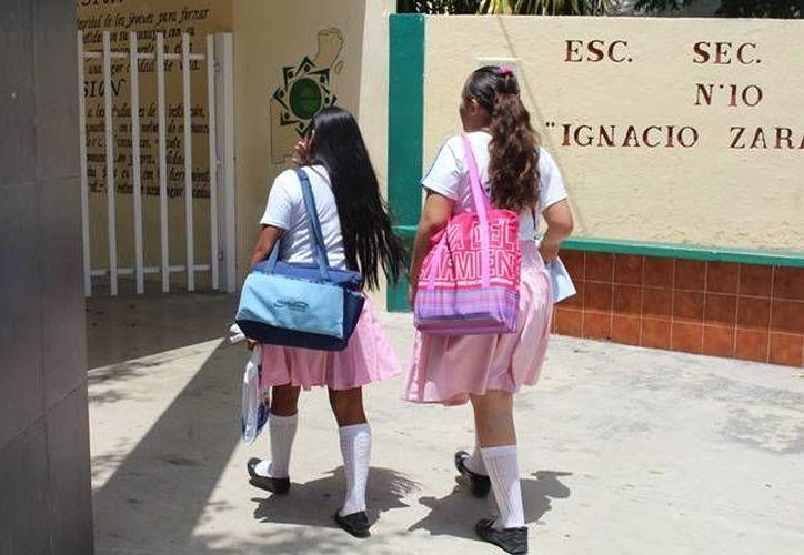 El profesor señalado por los alumnos de la secundaria como acosador, se encuentra prófugo.  (Yesenia Barradas/SIPSE)