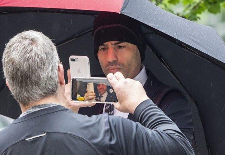 Tras una semana de evadir a reporteros y enfrentar el escarnio público,  Aaron Schlossberg pidió disculpas. (Daily Mail)