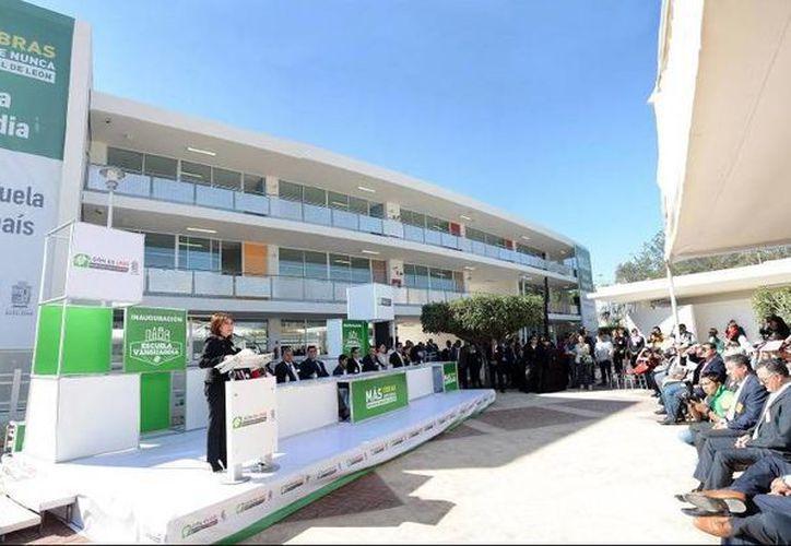 Este jueves, la alcaldesa Bárbara Botello inauguró la obra. (twitter/@Barbara_Botello)