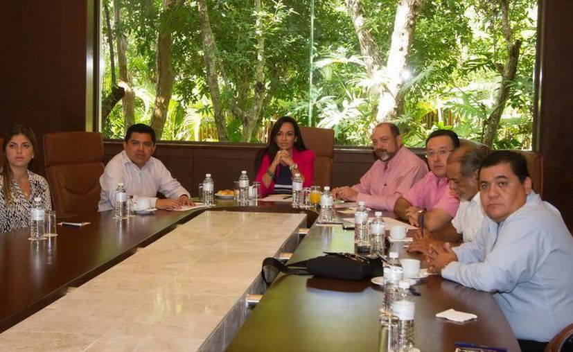 Laura Fernández indicó que este tipo de reuniones se llevarán a cabo periódicamente para la retroalimentación de la información del sector turístico. (Redacción/SIPSE)