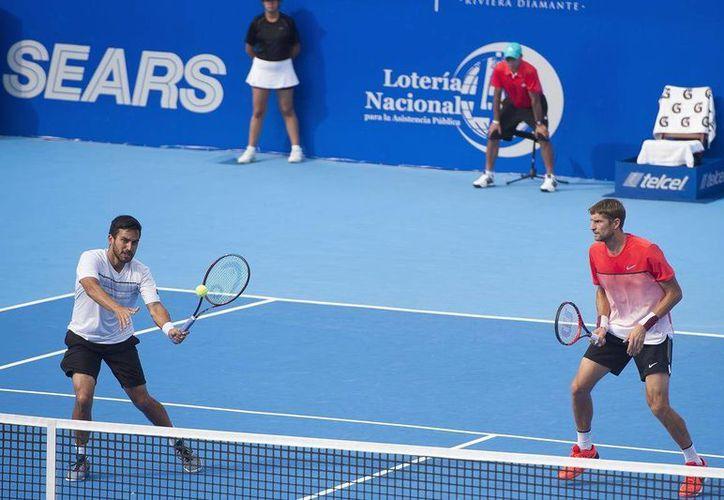 Treat Huey y Max Mirnyi se convirtieron este sábado en campeones del Abierto Mexicano de Tenis al vencer  por 7-6 (5) y 6-3 a Philipp Petzschner y Alexander Peya. (ATM)