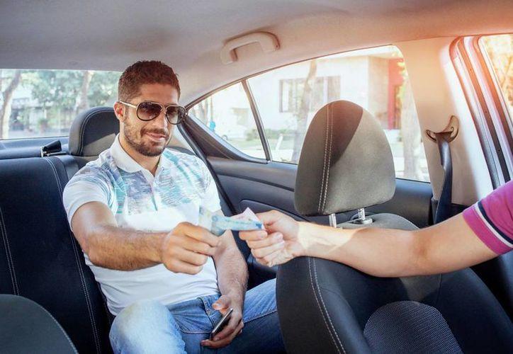 Un socio de Uber señaló que hasta hace medio año lograba generar hasta cuatro mil pesos al mes de ganancia neta, antes de que existiera tanta flota de autos y la incursión del servicio Uber Pool. (uber.com)