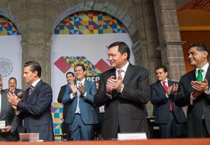 El presidente Enrique Peña Nieto (c) durante la Quinta Asamblea Plenaria de la Conferencia Permanente de Congresos locales (Copecol). (presidencia.gob.mx)