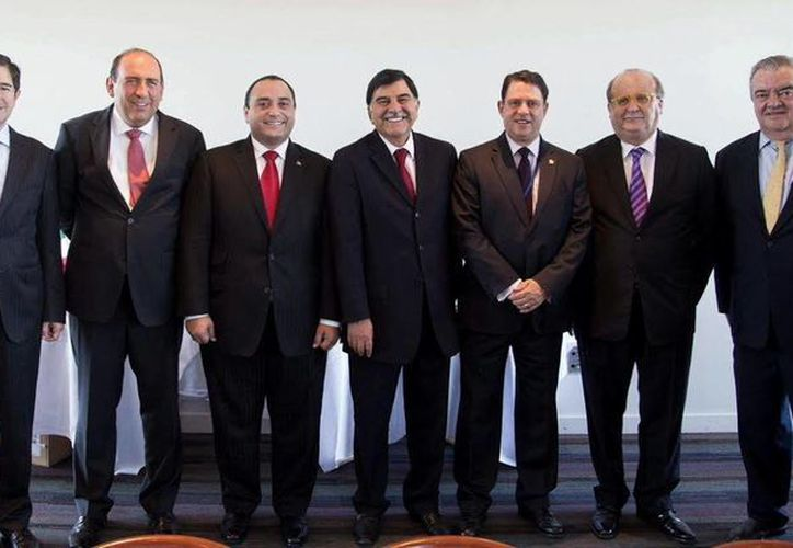 El jefe del Despacho del Gobernador, Eric Rubio Barthell (d),  participa en las reuniones bilaterales entre la Conago y la Unesco. (Milenio Novedades)