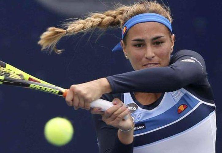 La tenista estadounidense Christina McHale eliminó a la campeona olímpica puertorriqueña Mónica Puig (foto) en cuartos de final del Abierto Mexicano de Tenis, jugado en Acapulco. (AP)