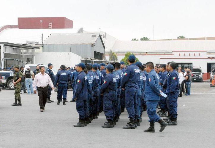 Al cierre de 2012 se dio de baja a un 16% del personal policial. (Archivo/Notimex)