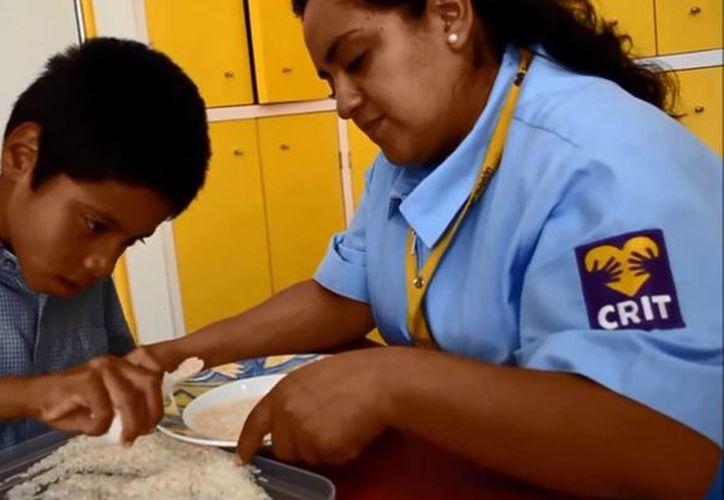Las cucharas To-To podrán ser parte de las herramientas del CRIT de Aguascalientes. (Captura de pantalla/YouTube)