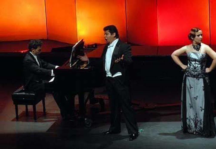 La Compañía Nacional de Ópera apenas ofrece unas 20 funciones al año, reclama Octavio Arévalo. (Notimex)
