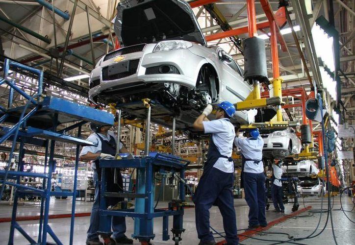 Debido a la desconfianza que el caso Volkswagen ha generado sobre la industria automoriz, la Profepa anunció que ampliará su investigación a todas las empresas fabricantes de automóviles que operen en México. (Archivo Notimex)