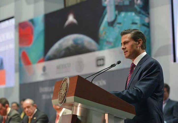 Peña Nieto acudió al cambio de mando del Consejo de la Comunicación, organismo al que ofreció el respaldo de su gobierno. (Facebook/Enrique Peña Nieto)