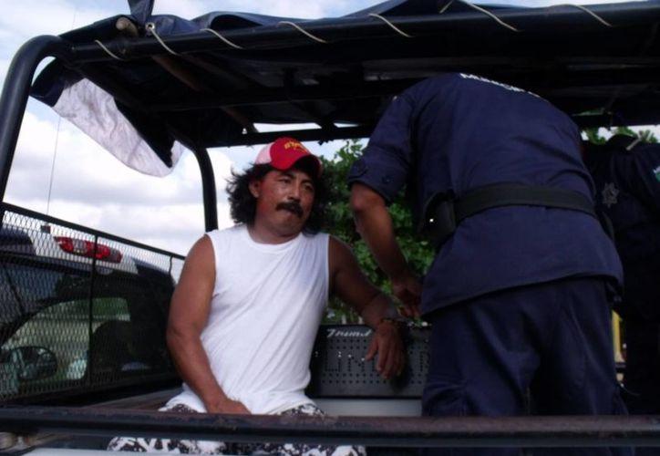 Juan José Pat Chín fue entregado a elementos de tránsito y seguridad pública. (Manuel Salazar/SIPSE)