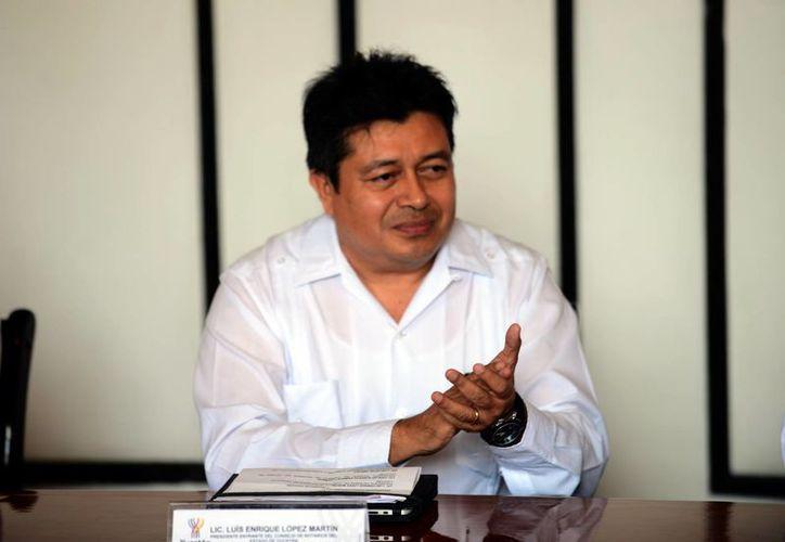 Luis Enrique López Martín tomó posesión este viernes del cargo de presidente del Consejo de Notarios de Yucatán. (Luis Pérez/Milenio)