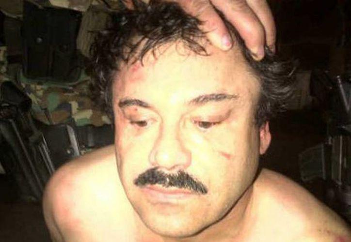 'El Chapo' Guzmán, uno de los hombres más poderosos y peligrosos de México, fue arrestado el 22 de febrero en Mazatlán. En la foto, al momento de su captura. (Foto de archivo de AP)