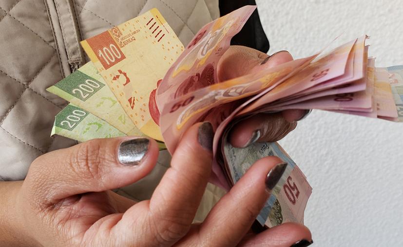 El salario mínimo durante 2019 será de $102.68 y de $176.72 en la frontera norte de México. (Shutterstock)