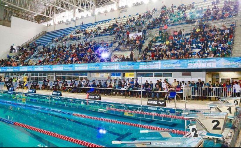 Alrededor de 400 atletas se intoxicaron tras nadar en las albercas del  del Centro Acuático de Guadalajara. (Twitter/@FemexNatacion)