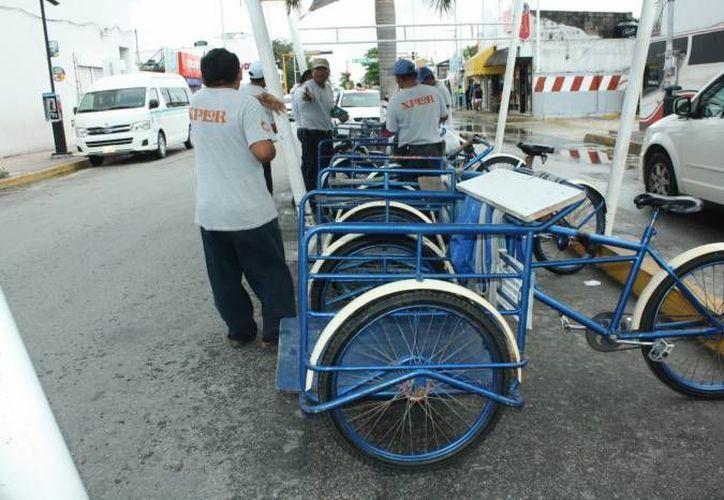 El sueldo promedio de un tricicletero es de 200 pesos en temporada normal y de 300 pesos e temporada alta. (Redacción/SIPSE)