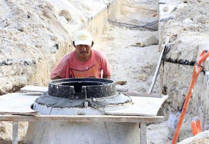 Para la construcción de infraestructura de agua y drenaje se utilizan equipos provenientes de Alemania y Estados Unidos. (Gerardo Amaro/SIPSE)