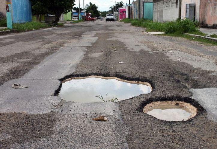 Algunas de las calles más afectadas por la presencia de baches se localizan en la parte centro y área baja de la ciudad. (Juan Palma/SIPSE)