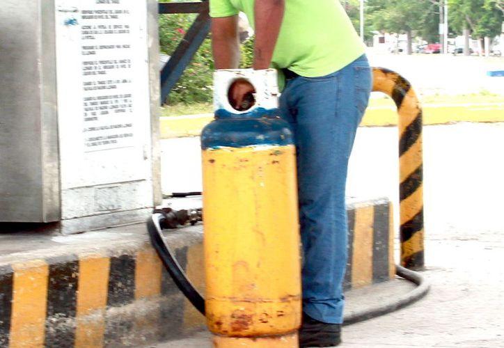 Profeco ha impuesto medidas precautorias a 11 unidades de venta de gas LP, dos por no vender el contenido ofrecido y las demás por tener tanques en mal estado. (Milenio Novedades)