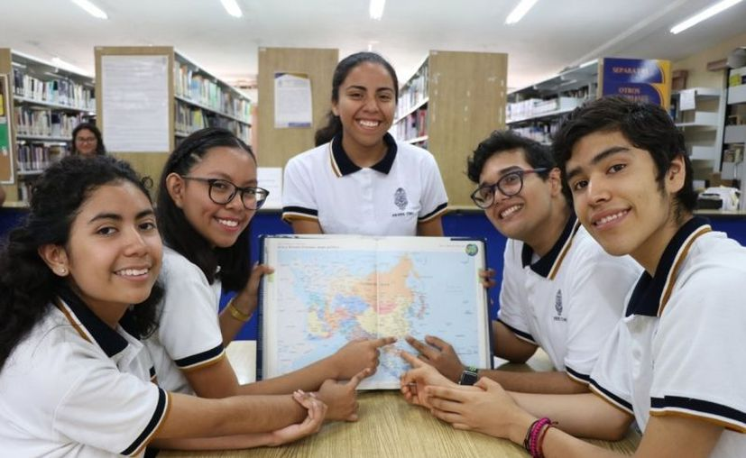 Braulio Olivas Ramos, Maricarmen Coronel Chim, Karen Canepa Cárdenas, Gabriela Euán Segovia y Augusto Valle Franco son los estudiantes destacados. (Novedades Yucatán)