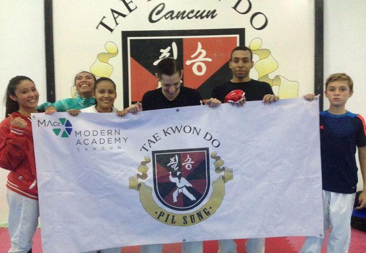 Los competidores se prepararon intensamente en las instalaciones de la escuela Modern Academy Cancún. (Raúl Caballero/SIPSE)