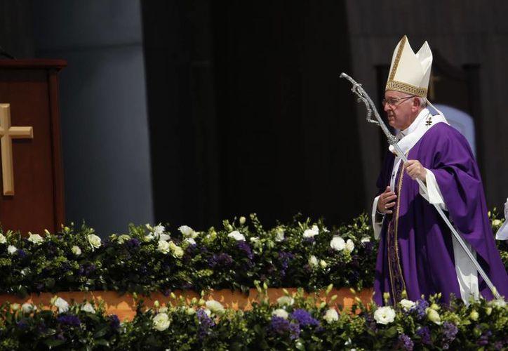 El papa Francisco ofició misa el domingo en Ecatepec, ante cientos de miles de personas. Se espera que este sea el mayor evento de su visita de cinco días a México. (AP)