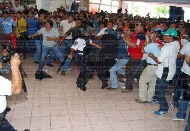 La violencia y los desmanes no son el ejemplo para los estudiantes, aseguran los paterfamilias. (Archivo/SIPSE)