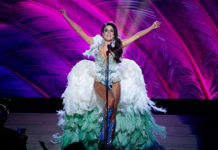 Melissa Gurgel, Miss Brasil, no deslumbró tanto con el traje típico, pero arrancó aplausos cuando salió en bikini, en los desfiles preeliminares, en la que el jurado eligió a 15 finalistas, cuyos nombres no se conocerán sino hasta el domingo. (AP)