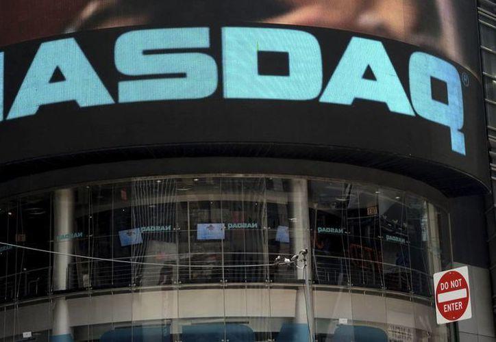 Vista de la pantalla exterior del edificio del Nasdaq en Times Square, Nueva York, Estados Unidos. (Archivo/EFE)